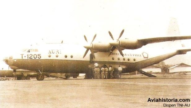 Antonov-An-12-Skadron-32