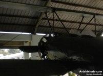 Kokpit berkursi dua sebagai pesawat latih menengah.