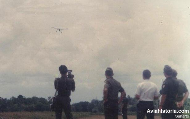 RS-3100 terbang di Rumpin disaksikan pejabat Dislitbang TNI-AD pada tanggal 7 November 1986.
