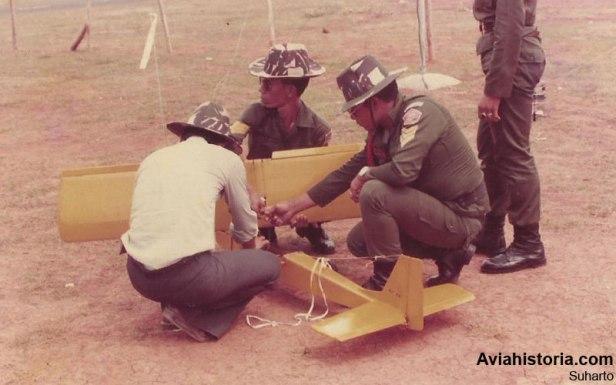 Pelatihan merakit pesawat RC Falcon bagi bintara TNI-AD di Cilangkap.