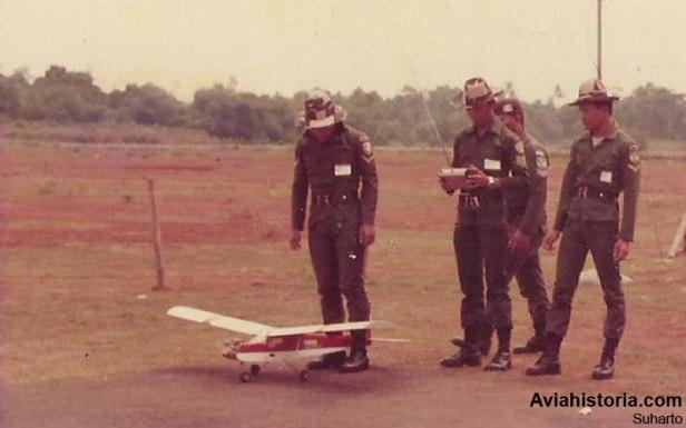 Pelatihan pengoperasiaan RC dan taxiing oleh bintara TNI-AD.