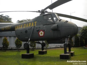 """Sisi kanan Mi-4 """"Hound"""" TNI-AD beregistrasi HA-5007"""