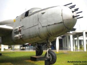 Detail persenjataan di hidung pesawat.