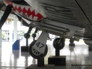 Detail roket dan main landing gear.