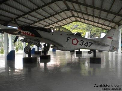 Tampilan samping kiri dan detail nomor registrasi F-347