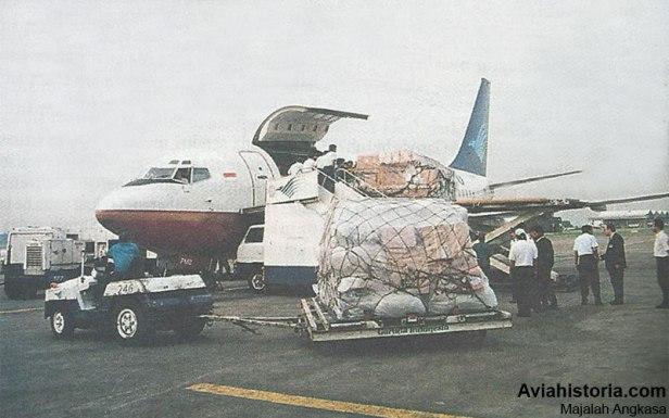 Pengabdian-Singkat Boeing-737-200C-Garuda-Cargo-1