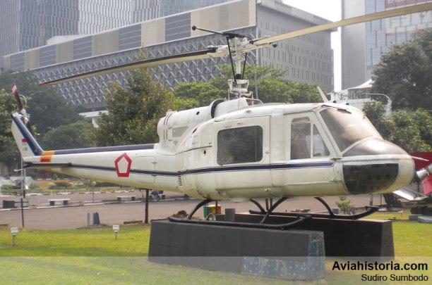 Sisi kanan Bell 204B Iroquis H-268